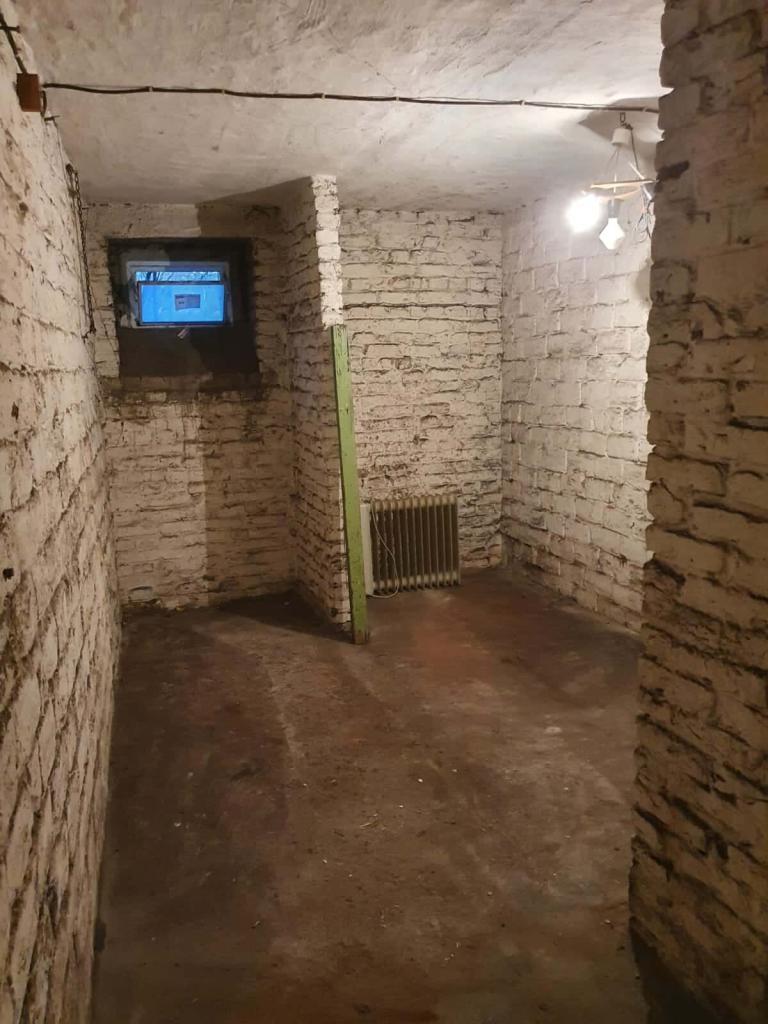 Ein besenreiner Keller, nachdem Harb Entsorgung eine Kellerentrümpelung inklusive umweltbewusster und fachgerechter Entsorgung durchgeführt hat.